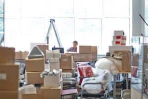 Ett kontor mitt under en flytt